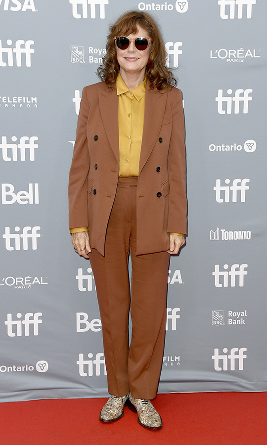 "<strong><a href=""/tags/0/susan-sarandon"">Susan Sarandon</a></strong> was all sorts of funky cool as she stepped out to the press conference for <i>Blackbird</i> on Sept. 6. She chose a brown jacket with matching pants, a gold shirt, shades and awesome patterned kicks! 