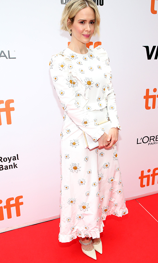 "<strong><a href=""/tags/0/sarah-paulson"">Sarah Paulson</a></strong> was a vision in a gorgeous white dress with daisy patterns on the red carpet for <i>Abominable</i> on Sept. 7!