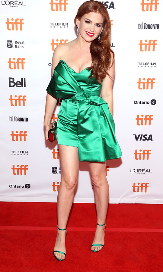 "<strong><a href=""/tags/0/isla-fisher"">Isla Fisher</a></strong> was a standout on the <i>Greed</i> red carpet in green on Sept. 7!
