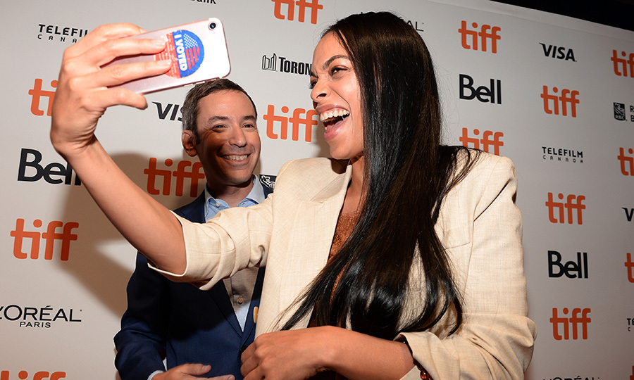 "<strong><a href=""/tags/0/rosario-dawson"">Rosario Dawson</a></strong> and her <i>Briarpatch</i> co-star <strong>Andy Greenwald</strong> got in a laugh on the film's red carpet on Sept. 7.