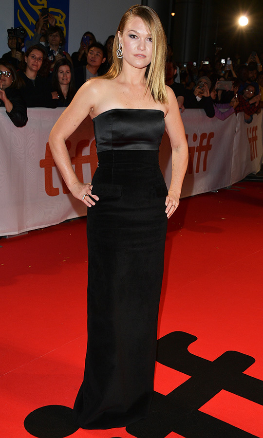 "<Strong><a href=""/tags/0/julia-stiles"">Julia Stiles</a></strong> looked classy in black!