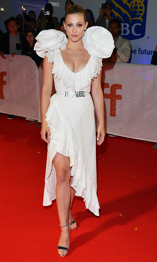 "<strong><a href=""/tags/0/lili-reinhart"">Lili Reinhart</a></strong> was rocking an incredible Rodarte dress with gigantic flower details on her shoulders!
