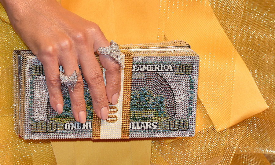 Did you see J.Lo's incredible (and appropriate!) dollar bill stack clutch?!