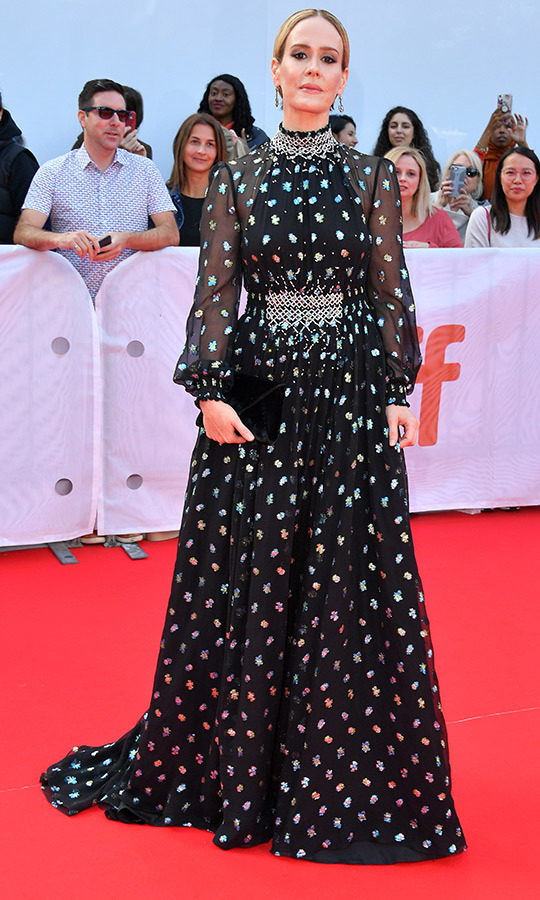 "<strong><a href=""/tags/0/sarah-paulson"">Sarah Paulson</a></strong> was absolutely stunning in Prada.