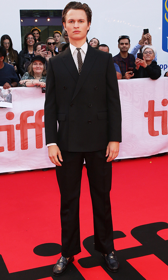 "<strong><a href=""/tags/0/ansel-elgort"">Ansel Elgort</a></strong> looked so dapper on the red carpet - and made a brave decision to pair loafers with his suit!