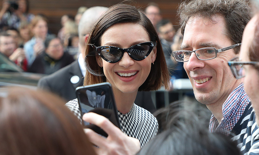 "<strong><a href=""/tags/0/caitriona-balfe"">Caitriona Balfe</a></strong> was happy to pose for some selfies with fans while attending the <i>Ford v Ferrari</i> press conference on Sept. 10.