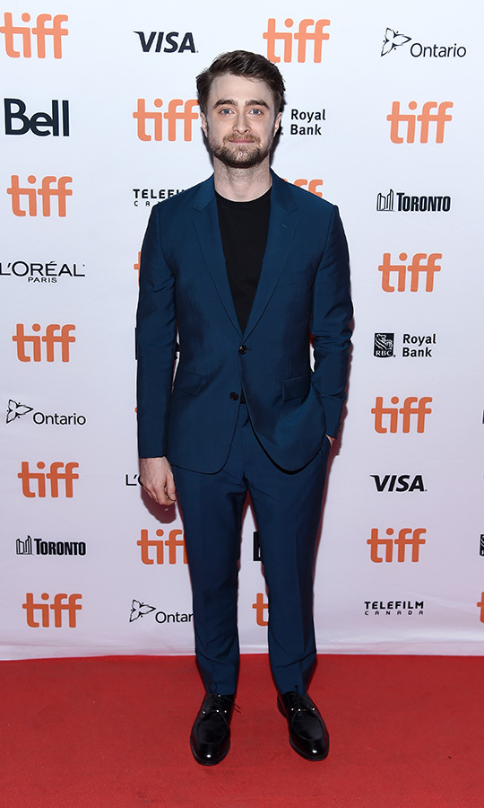 "<strong><a href=""/tags/0/daniel-radcliffe"">Daniel Radcliffe</a></strong> was very handsome in a blue suit with a black shirt underneath at the <i>Guns Akimbo</i> world premiere on Sept. 9.