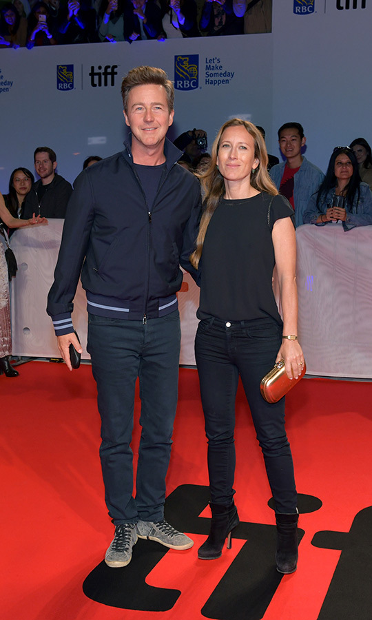 "<strong><a href=""/tags/0/edward-norton"">Edward Norton</a></strong> and his wife <strong>Shauna Robertson</strong> looked casual and very happy on the <i>Joker</i> red carpet. 
