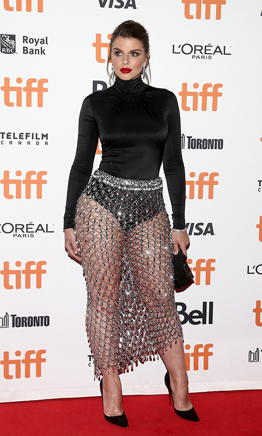 <strong>Julia Fox</strong> took the name of <i>Uncut Gems</i> literally when she wore this gorgeous gem-studded skirt to the film's international premiere on Sept. 9!