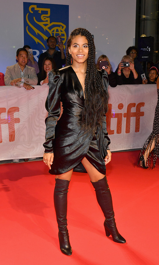 <strong>Zazie Beetz</strong> looked beautiful dressed all in a black velvet dress and knee-high leather boots at the <i>Joker</i> red carpet!