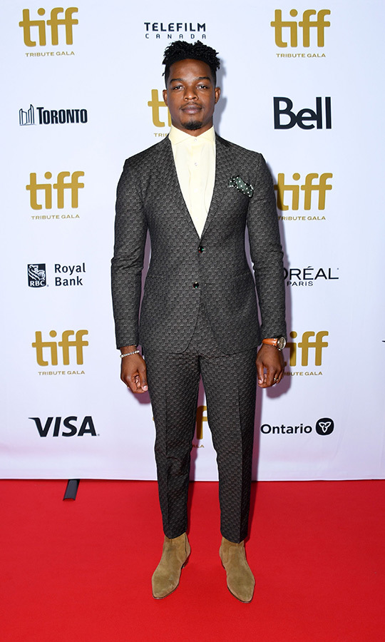 "Golden Globe-nominated Canadian actor <strong><a href=""/tags/0/stephan-james"">Stephan James</a></strong> looked amazing at the TIFF Tribute Awards gala. He chose a dark grey textured suit with an off-white shirt and brown leather shoes for the event, at which he made a speech.