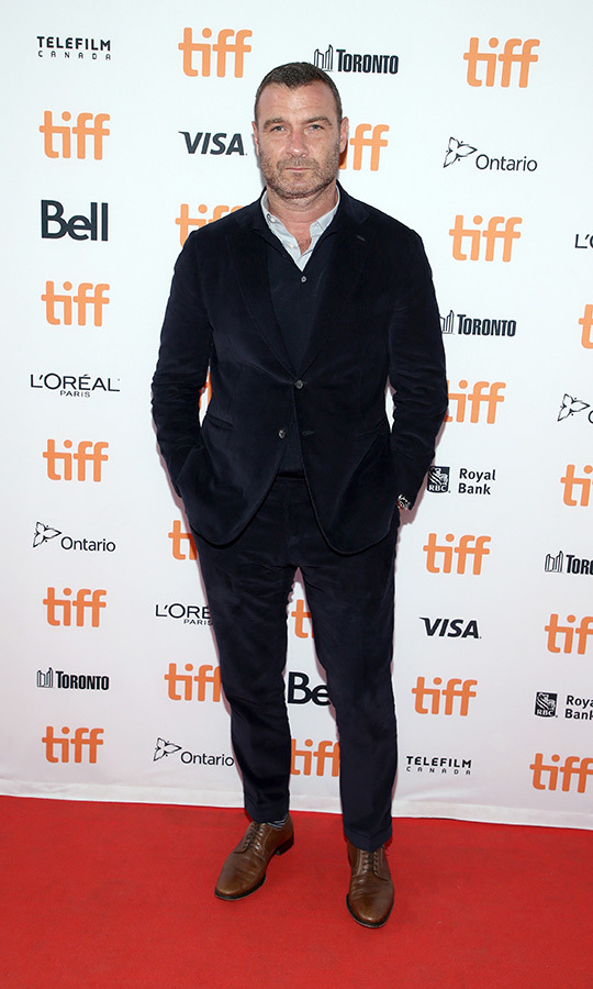 "<strong><a href=""/tags/0/liev-schreiber"">Liev Schreiber</a></strong> looked like such a gentleman in the red carpet for <i>Human Capital</i> on Sept. 10!