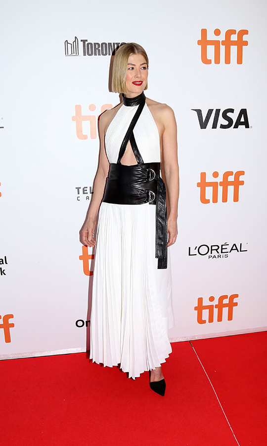 "<strong><a href=""/tags/0/rosamund-pike"">Rosamund Pike</strong></a> helped close TIFF in style! She walked the red carpet for her film <i>Radioactive</i> in a gorgeous shouderless white dress with a leather midriff and accents and looked like the total queen she is! 