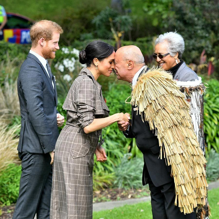 "Earlier in the day after arriving in Wellington, <strong><a href=""/tags/0/meghan-markle"">Meghan</a></strong> greeted a Māori elder with one of her first hongis of the tour! She was proudly clad in New Zealand designer <strong><a href=""/tags/0/karen-walker"">Karen Walker</a></strong>, sporting one of her gorgeous coats. 