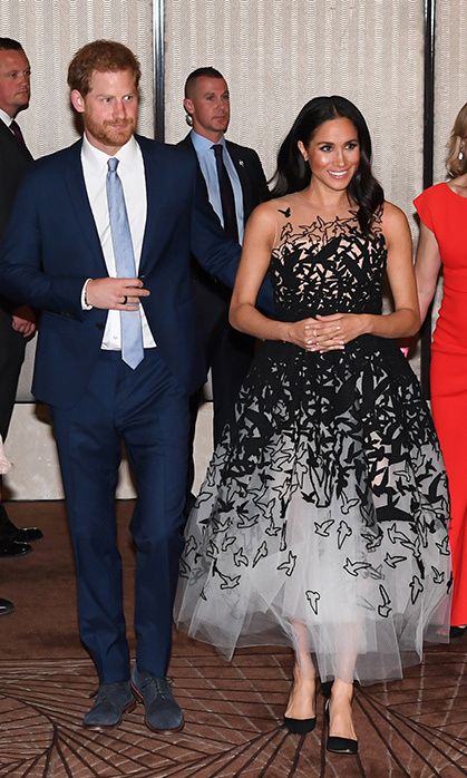 "<strong><a href=""/tags/0/meghan-markle"">Meghan</a></strong> looked so gorgeous as she stepped out with <STRONG><a href=""/tags/0/prince-harry"">Harry</a></strong> at the Australian Geographic Society Awards for Excellence in Adventure and Conservation in Sydney on Oct. 26, 2018. She wore a black-and-white <strong><a href=""/tags/0/oscar-de-la-renta"">Oscar de la Renta</a></strong> dress with bird patterns on it, <strong><a href=""/tags/0/aquazzura"">Aquazzura</a></strong> DeNeuve pumps and <strong><a href=""/tags/0/birks"">Birks</a></strong> stackable Bee Chic rings. 