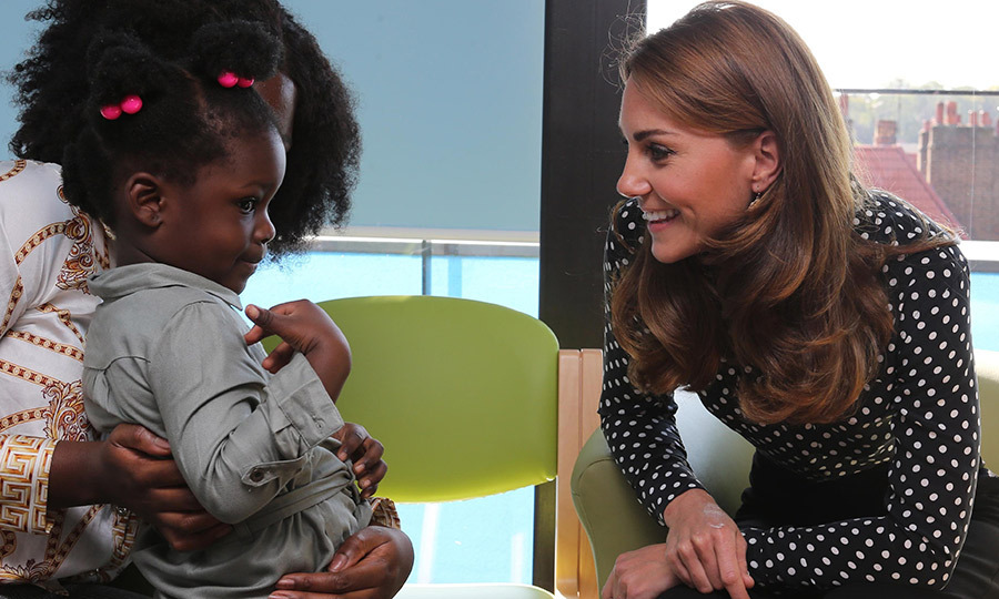 While inside, Kate met with young mothers – and met this adorable little girl! She looked a bit shy at first, but the duchess is so good with children that she quickly warmed to Kate. 