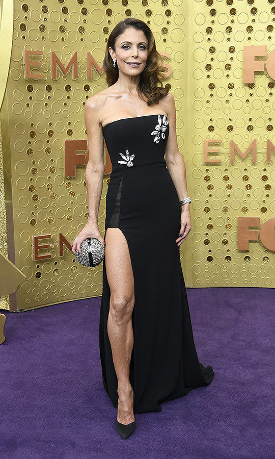 "<Strong><a href=""/tags/0/bethenny-frankel"">Bethenny Frankel</a></strong> wore a dress she said was from her own closet! She carrie da stunning sparkly clutch that looked like an orb and made her look like a total queen.