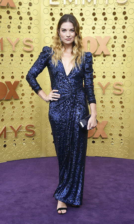 "<strong><a href=""/tags/0/annie-murphy"">Annie Murphy</a></strong> looked unbelievable at the Emmys! She chose a blue shimmering gown with a v-neck and we're loving it!
