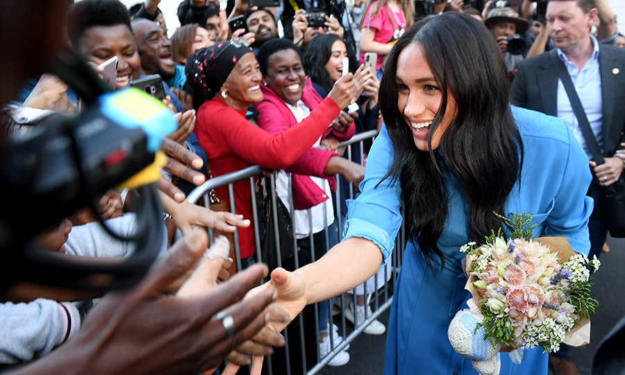 Wow, what a reception they got! People were thrilled to meet the duchess, who received a beautiful bouquet and a knit stuffed animal for Archie. 
