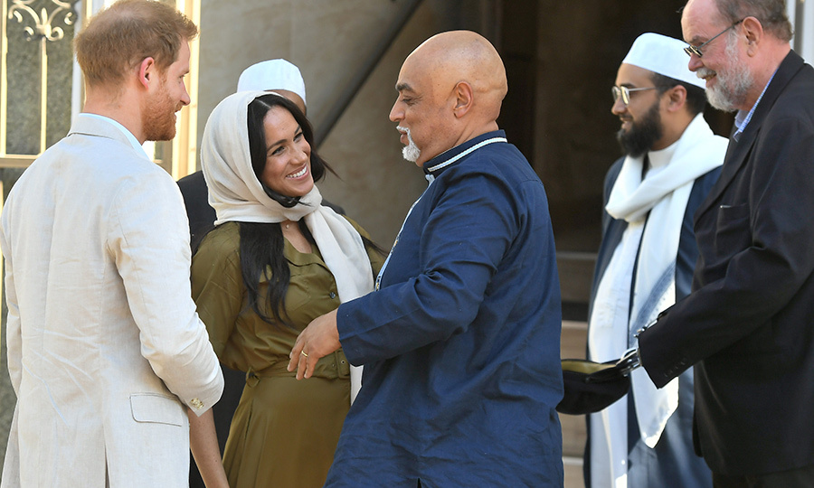 After they were greeted, Meghan and Harry were given a tour of the mosque. 