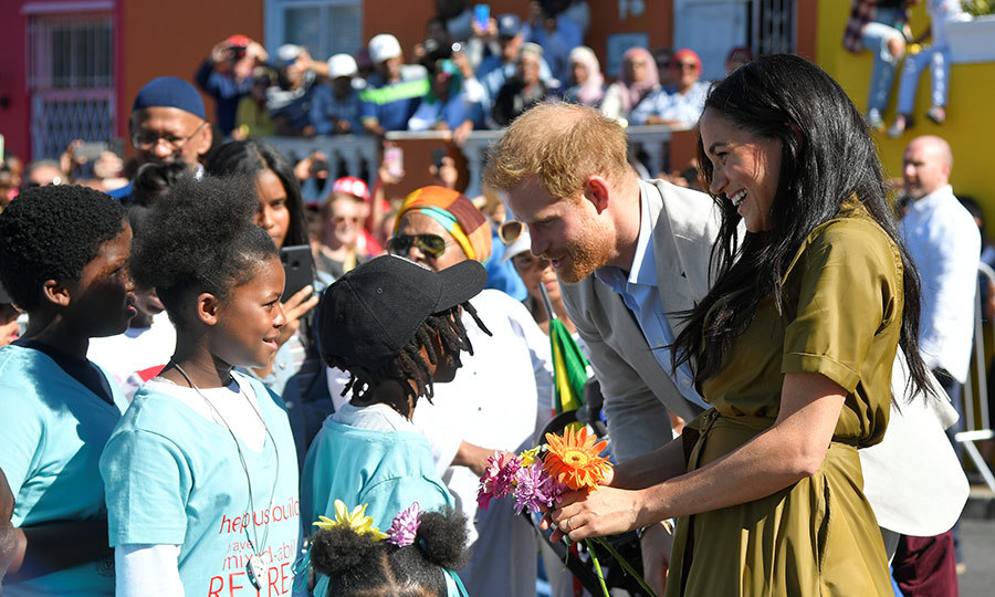 Some adorable children gave them flowers!