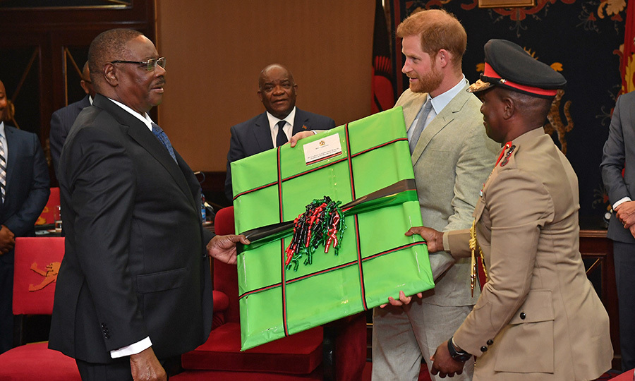 Peter presented Harry with a gift, and contrary to appearances, it's not an early Christmas present! Green, red and black are the colours of the Malawian flag. 