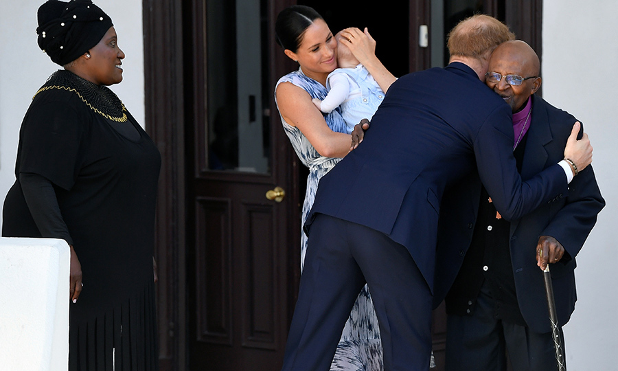 "<a href=""/tags/0/archie-harrison""><strong>Archie Harrison</a></strong> made his debut at a royal event on Sept. 25! Proud parents <a href=""/tags/0/meghan-markle""><strong>Duchess Meghan</a></strong> and <strong><a href=""/tags/0/prince-harry"">Prince Harry</a></strong> visited anti-apartheid hero Archbishop <strong><a href=""/tags/0/desmond-tutu"">Desmond Tutu</a></strong> and his daughter <strong>Thandeka</strong> at Desmond's foundation in Cape Town. The Sussex family were in South Africa as part of a 10-day tour of the country, along with Botswana, Angola and Malawi.