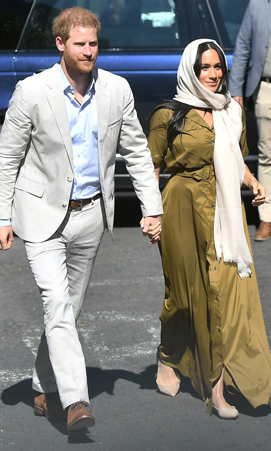 Meghan and Harry parted ways so he could go on a solo engagement and she could return to Archie. In the afternoon, the couple arrived at the Auwal Mosque, the oldset mosque in South Africa, and looked stunning next to each other. 