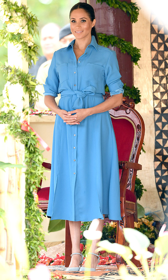 We last saw her in this dress in Tonga, when she was on royal tour there in 2018 with Harry! Then, Meghan wore it during an appearance at Tukou College in Nuku'alofa. 