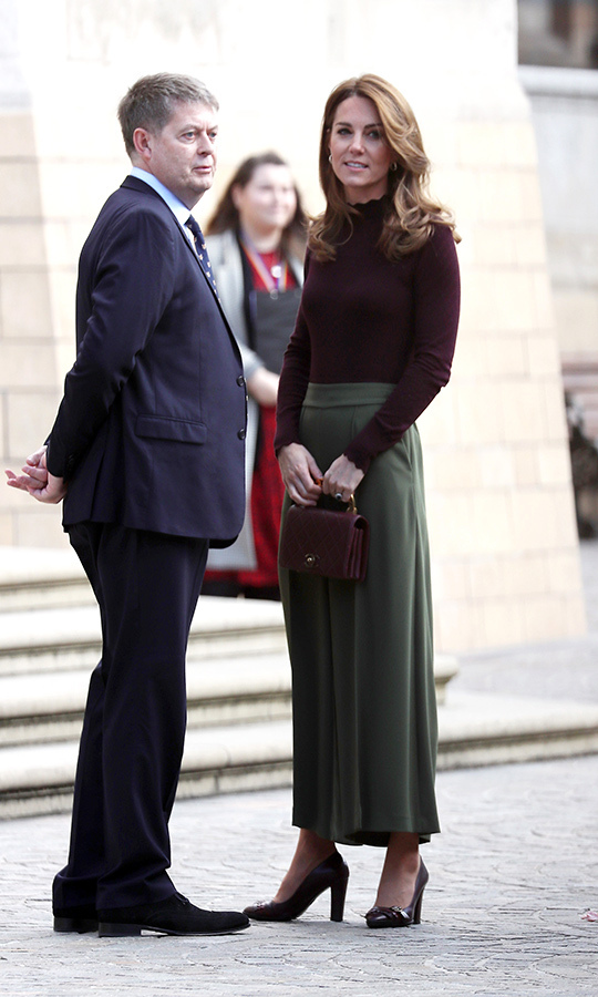 Kate was greeted by a staff member outside the museum before the two headed inside.