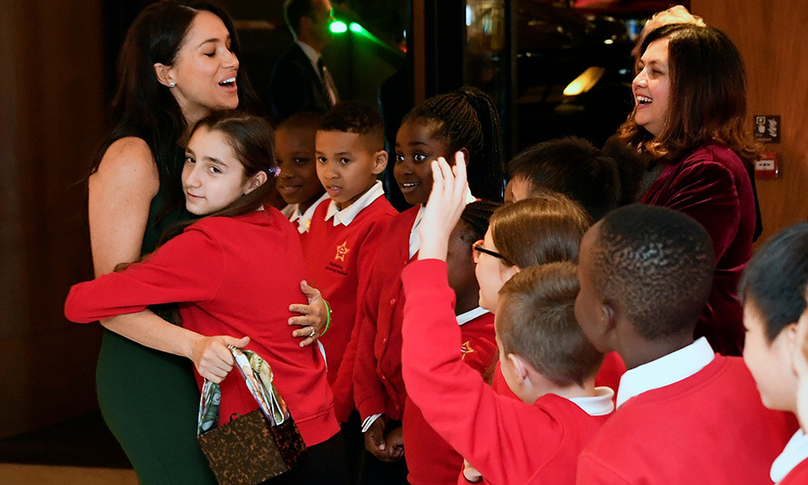 Meghan also got a huge hug from a member of the Star Primary School Choir at the ceremony!