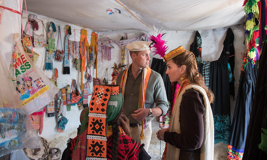 William and Kate toured the village, and as we previously saw, they were given Kalash traditional hats. 