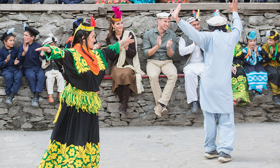 They were taken to the centre of the village, and treated to a very special dance demonstration. 