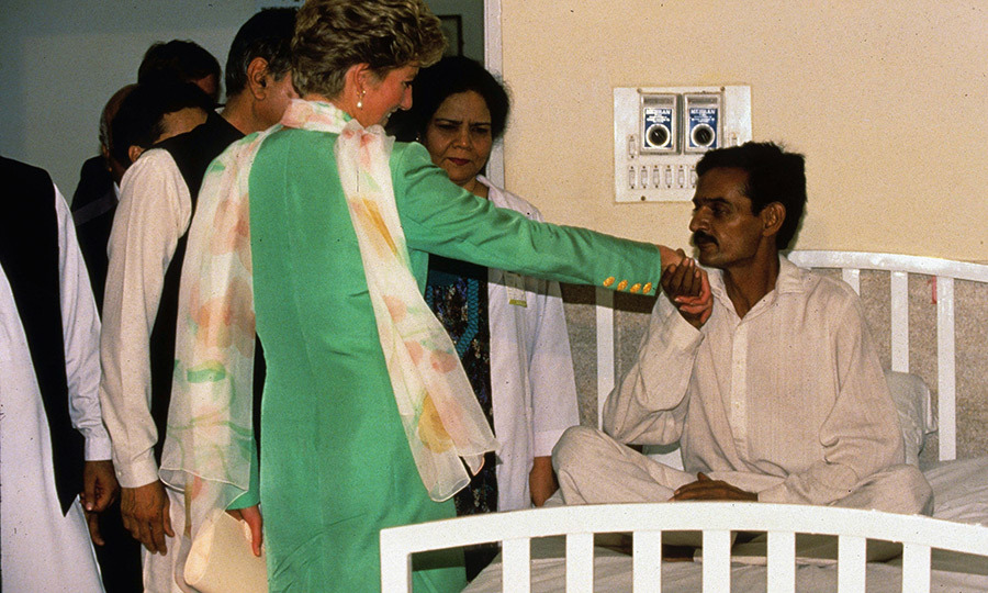 Known for her ease with people, Diana also visited a detox centre in Lahore, and quickly bonded with patients there. 