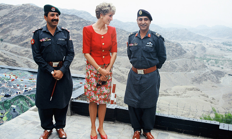 During the same trip, Diana visited Pakistan's remote northern mountainous region, making a trip to the Khyber Pass. 