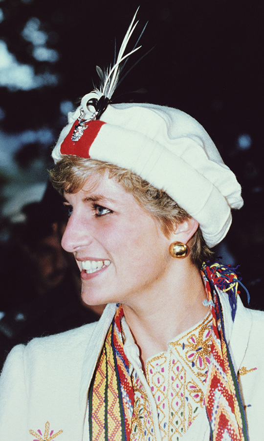 Diana made a trip to Chitral, where she was given a traditional Chitrali feathered cap and cloak and made an honourary member of the Chitral Scouts. 