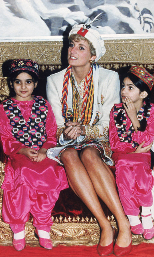 She also spent time with these adorable girls!