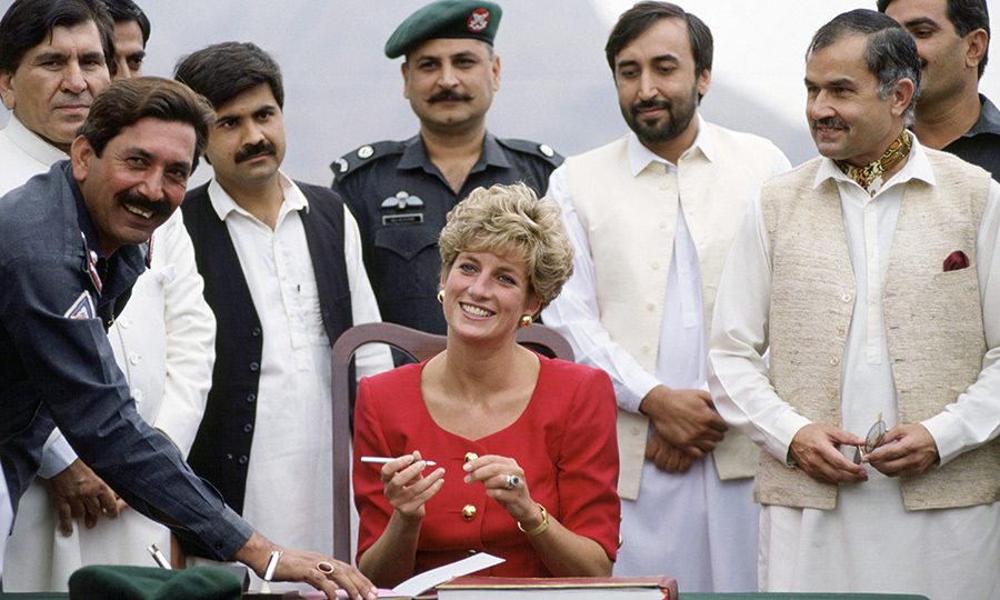 She also spent time with members of the Khyber Rifles, now part of the Frontier Corps maintaining law and order with the border with Afghanistan, and signed a guest book at the Khyber Pass.