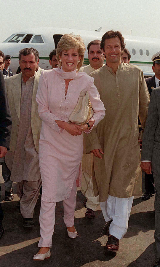 Imran, who was good friends with Diana, also welcomed her at the airport. Diana was wearing a pink sharwal kameez, which she paired with flats and a matching scarf. Kate wore a similar look when she arrived in Pakistan on Oct. 14 and another blue look quite similar the next day!