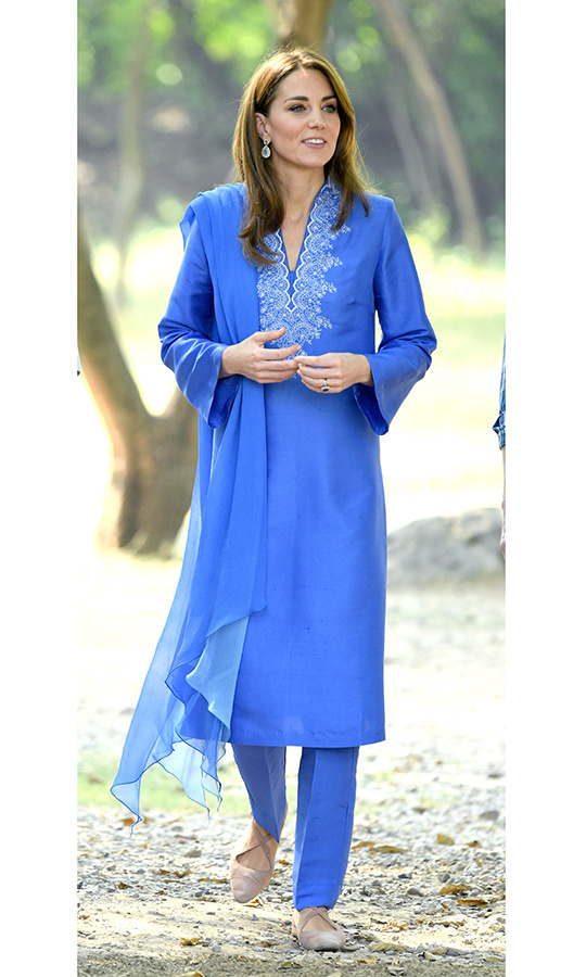 Kate continued to stun the next morning, when she and William stepped out to a school and then headed to the Margalla hills just outside of Islamabad. 