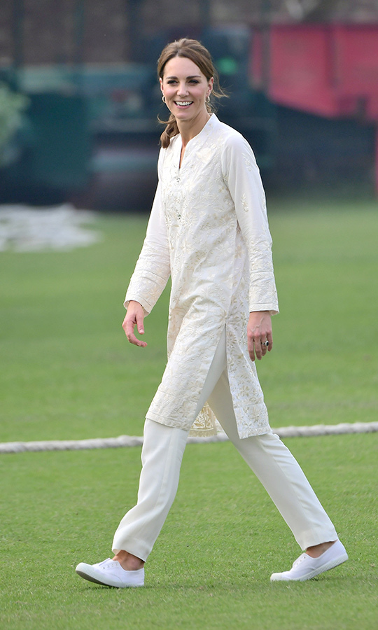 Kate wore the same outfit to play cricket at the nearby National Cricket Academy, but swapped her heels for comfy white trainers. 