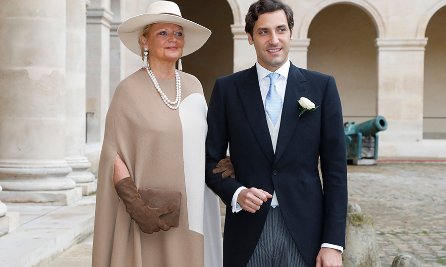 The groom arrived with his mother, <Strong>Princess Beatrice of Bourbon-Two Sicilies</strong>. 