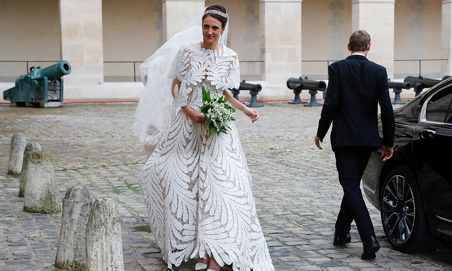 "Olympia arrived wearing a stunning lace <strong><a href=""/tags/0/oscar-de-la-renta"">Oscar de la Renta</a></strong> dress and a gorgeous headband.