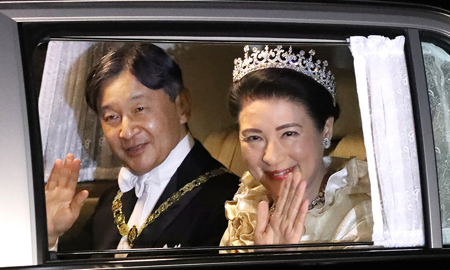 Later in the day, Naruhito and Masako arrived at an imperial banquet together, with the empress looking gorgeous in a diamond tiara. 