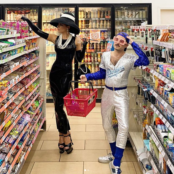 "<strong><a href=""/tags/0/kate-beckinsale"">Kate Beckinsale</a></strong> and <Strong>Jonathan Voluck</strong> went to the grocery store dressed as <strong><a href=""/tags/0/audrey-hepburn"">Audrey Hepburn</a></strong> in <i>Breakfast at Tiffany's</i> and <strong><a href=""/tags/0/elton-john"">Elton John</a></strong>. The two had been attending a Halloween party in Los Angeles and they looked great!