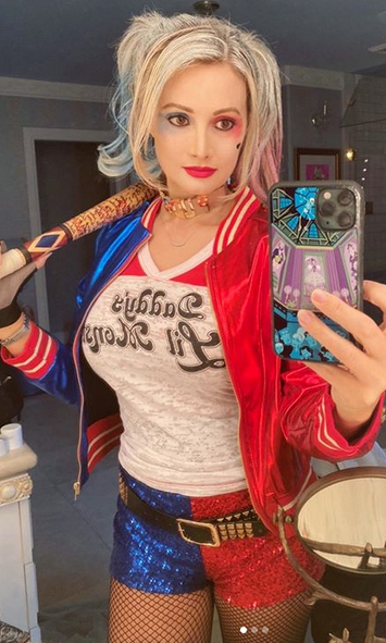 "<strong><a href=""/tags/0/holly-madison"">Holly Madison</a></strong> went as Harley Quinn from <i>Suicide Squad</i> and looked incredible!