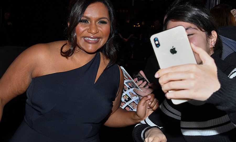 Mindy also made sure to take some selfies with fans at the event.