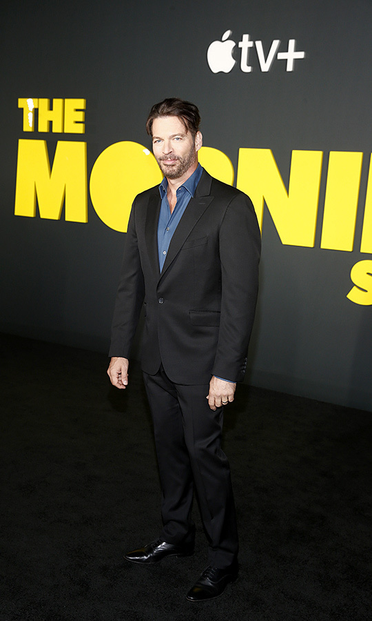 "<strong><a href=""/tags/0/harry-connick-jr"">Harry Connick, Jr.</a></strong> looked dapper in a black suit. 