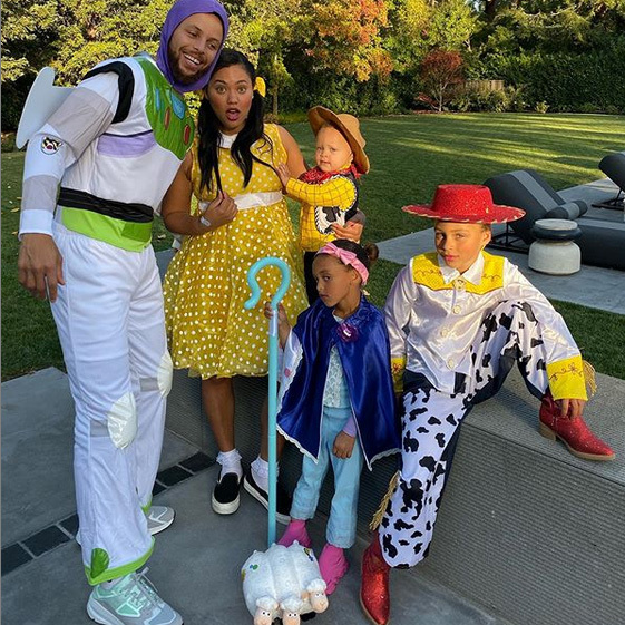 "Gang's all here! Golden State Warriors NBA star <Strong><a href=""/tags/0/stephen-curry"">Stephen Curry</a></strong> and his wife <strong><a href=""/tags/0/ayesha-curry"">Ayesha</a></strong> and their family went as the <i>Toy Story</i> gang! Steph was Buzz Lightyear, while Ayesha went as Gabby Gabby. <strong>Riley</strong> and <strong>Ryan</strong> were Jessie and Bo Peep, while <strong>Canon</strong> went as Woody.