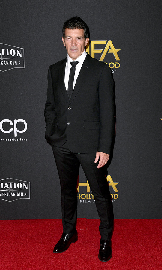 "<strong><a href=""/tags/0/antonio-banderas"">Antonio Banderas</a></strong> looked stunning as ever in a simple black-and-white suit. He picked up the award for Hollywood Actor for his performance in <i>Pain and Glory</i>.
